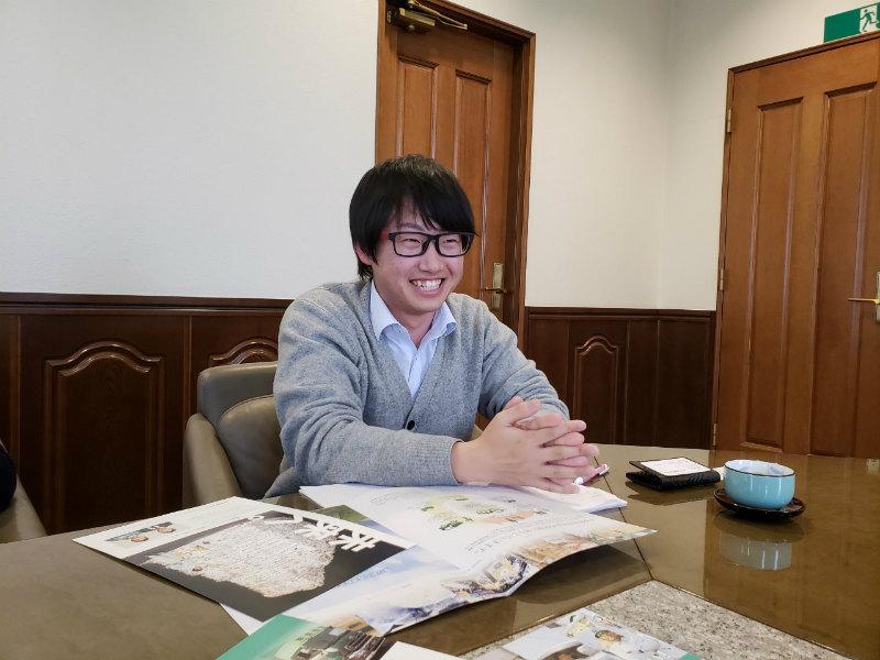 永田紙業の社風について話す社員